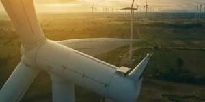 广东华电阳江青洲三500MW海上风电项目首台风机安装视频